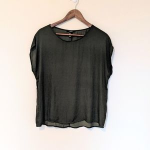 Forever 21 Satin Scoop Neck Tee  size M